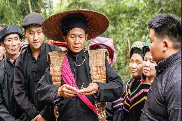 Độc đáo tục 'cướp giọng gà ngày Tết' của người Pu Péo