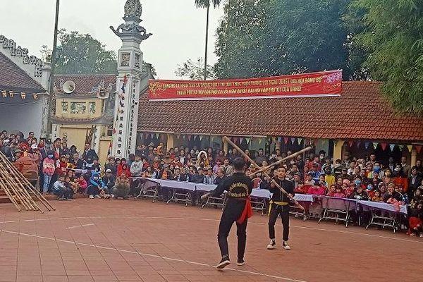 Độc đáo thi đấu võ gậy của vùng quê thờ Phù đổng Thiên Vương