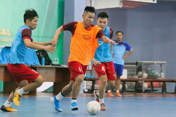 Đội tuyển futsal Việt Nam 'khổ' vì dịch corona