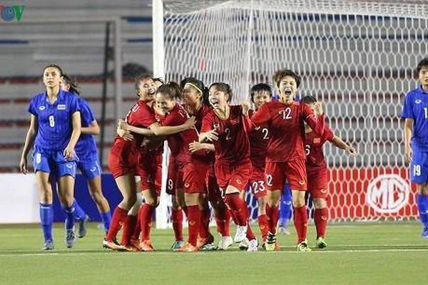 Thầy Park làm 'ấm lòng' cầu thủ ĐT nữ Việt Nam trước trận gặp Myanmar