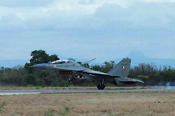 Không quân Ấn Độ tiếp nhận tiêm kích Su-30 MKI đầu tiên trang bị tên lửa BrahMos