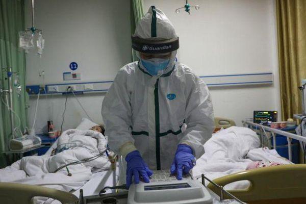 Diễn biến dịch virus corona: Các nhà khoa học chạy đua phát triển vắc-xin, số người chết vượt quá 900