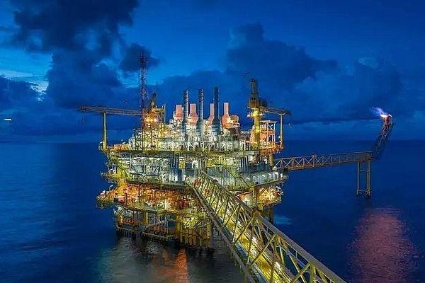 Giá dầu Brent có thể giảm dưới 50 USD/thùng