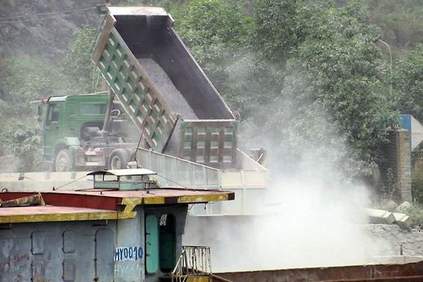 Hạn chế ô nhiễm môi trường phía tây sông Ðáy