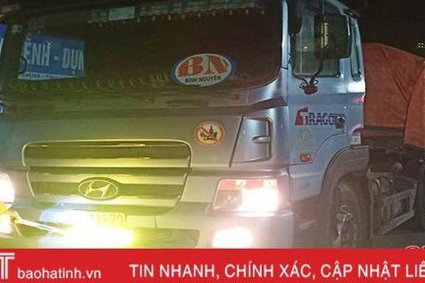 Bị CSGT Thạch Hà kiểm tra đèn trợ sáng, tài xế bỏ chạy nhưng không thoát