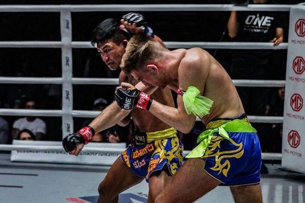 Nhà vô địch Muay Thái ra đòn như 'vũ bão' hạ đo ván đối thủ
