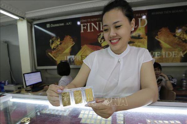 Chiều 24/2, giá vàng vượt mốc 49 triệu đồng/lượng
