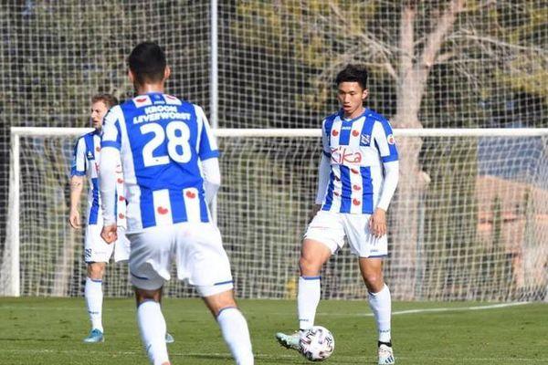 Văn Hậu đá chính, Jong Heerenveen lên đầu bảng giải trẻ Hà Lan