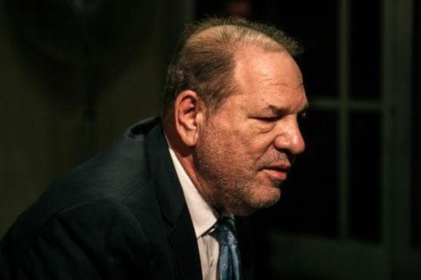 Harvey Weinstein bị phán tội hiếp dâm, đối mặt 29 năm tù giam