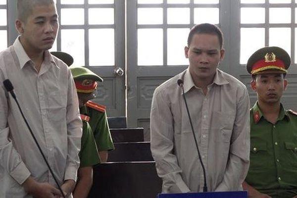 Công an bắt 2 gã trộm gà, lòi ra chuyện động trời