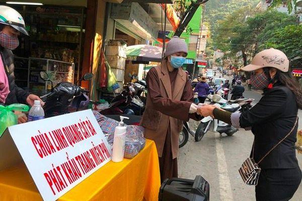 Hải Phòng : Chùa Linh Quang tặng 15.000 khẩu trang phòng Covid-19