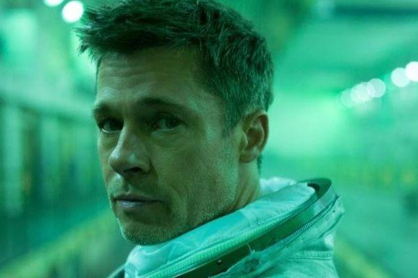Phim của Brad Pitt bị chê khi có kẻ cướp trên Mặt Trăng