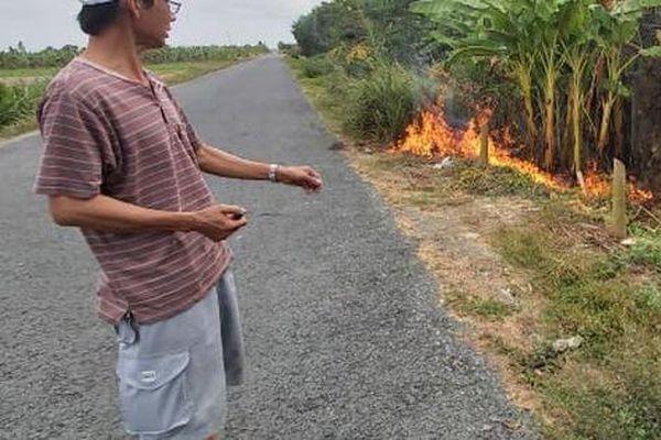 CLIP: Truy tìm kẻ gian đổ chất thải 'lạ', đốt là cháy
