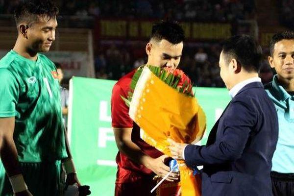 Ảnh hưởng dịch Covid-19, từ vòng 2 V-League 2020 sẽ không tổ chức bắt tay và tặng hoa