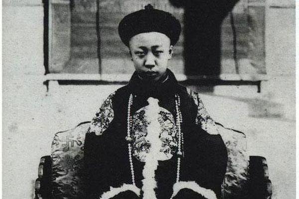 Bi kịch cuộc đời vị vua cuối cùng của Trung Quốc