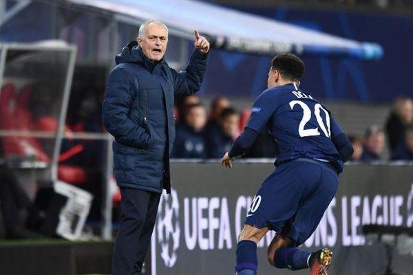 Thầy trò Mourinho bị loại khỏi Champions League sau trận thua 0-3