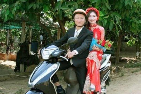 Cô dâu, chú rể Kon Tum hoãn cưới, rước dâu bằng xe máy để tránh dịch