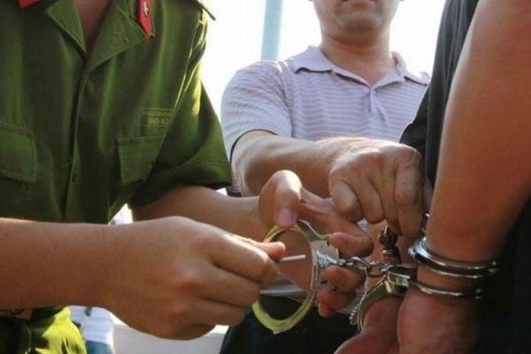 Khởi tố chủ quán hành hung nữ nhân viên vì không tiếp khách