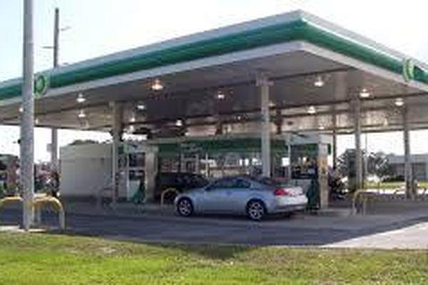 Mỹ: Nhà sản xuất trả tiền cho người mua dầu