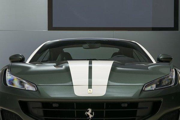 Ferrari Portofino lạ mắt trong 'bộ cánh' siêu độc màu xanh sậm