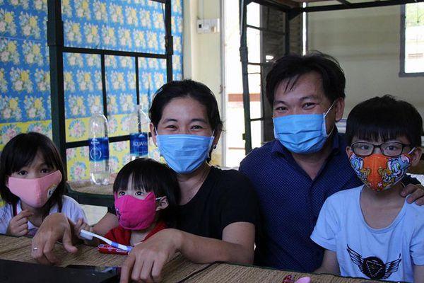 Nữ tiến sĩ cùng gia đình ở khu cách ly: Dễ chịu, vừa làm việc, vừa dạy con học
