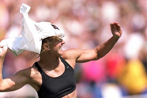Brandi Chastain và pha cởi áo ăn mừng thay đổi lịch sử bóng đá