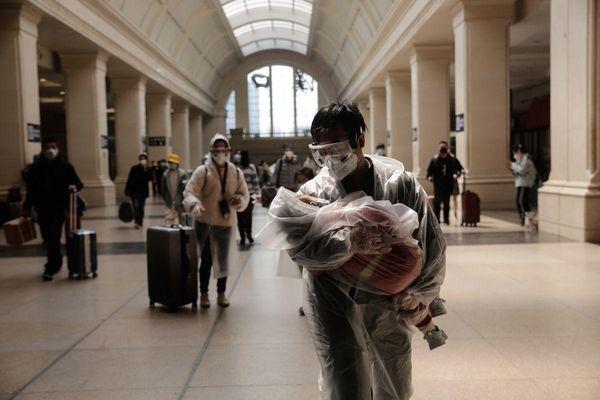 Sân bay, ga tàu Vũ Hán trong ngày đầu dỡ bỏ phong tỏa