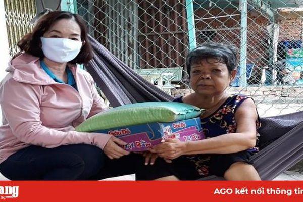 Phú Tân tiếp nhận 1,2 tỷ đồng ủng hộ phòng, chống dịch bệnh Covid-19