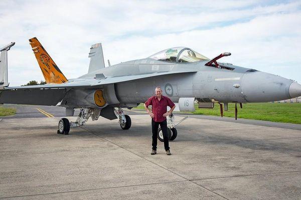 Một cá nhân có hàng chục chiến đấu cơ, chuyên cho không quân Mỹ thuê tập trận