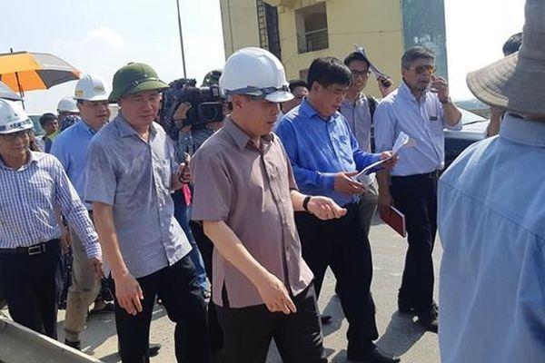 Những vết 'rách' mặt cầu Thăng Long sẽ được chữa xong trong tháng 9