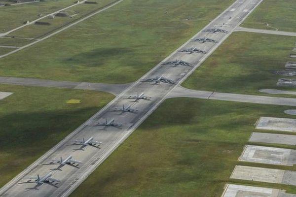 Cận cảnh màn xếp hàng 'hao tiền tốn của' từ dàn máy bay Mỹ giữa Thái Bình Dương