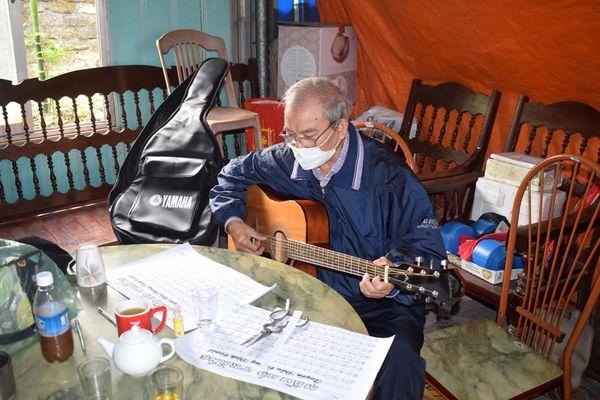 Nhạc sĩ thợ mỏ Bùi Quốc Hội với những ca khúc chống dịch Covid-19