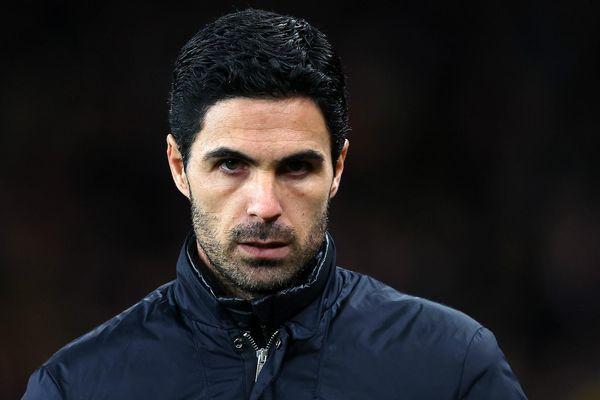 Các cầu thủ và ban huấn luyện Arsenal đồng ý cắt giảm lương