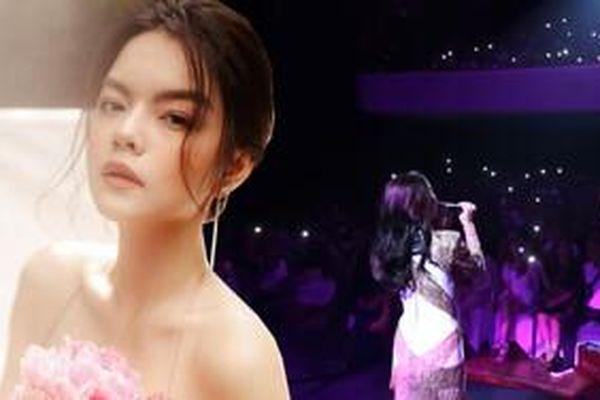 Phạm Quỳnh Anh hát lại bài chồng cũ sáng tác trên sân khấu fanmeeting!