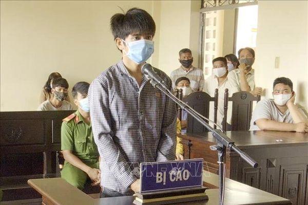 Lãnh án 12 tháng tù vì dùng dao tấn công lực lượng phòng chống dịch COVID-19