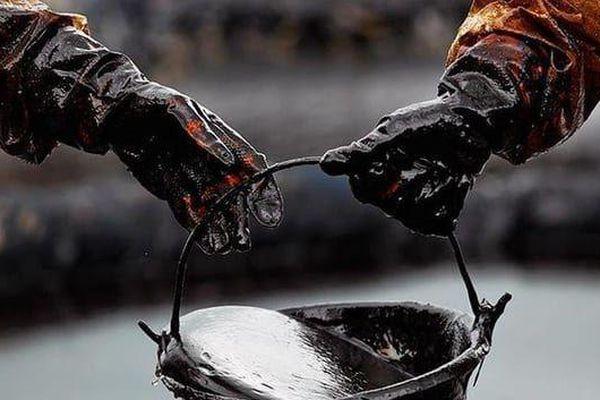 Giá dầu bất ngờ tăng trở lại
