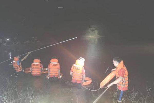 Tìm thấy thi thể 2 chú cháu bị đuối nước khi đi đánh cá