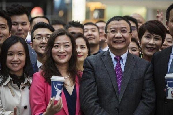 Chủ tịch, CEO 'Starbucks Trung Quốc' rớt ghế tỷ phú Forbes