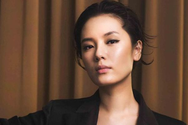 Biết gì về ca sĩ Phương Linh bị đồn sắp cưới?