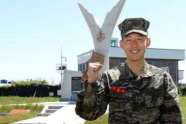 Son Heung-min tốt nghiệp khóa huấn luyện quân sự loại ưu