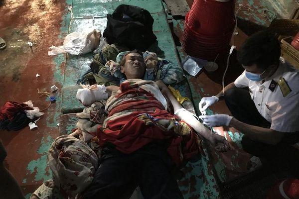 Cấp cứu ngư dân trên vùng biển giáp ranh Việt Nam-Thái Lan