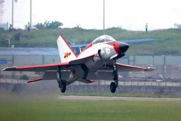 Phiên bản hải quân của JL-9 thực hiện chuyến bay đầu tiên