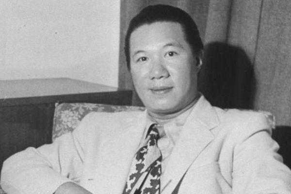 Ông vua nào đưa môn thể thao golf về Việt Nam?