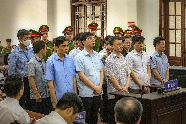 Tuyên án 15 bị cáo trong vụ gian lận thi cử ở Hòa Bình
