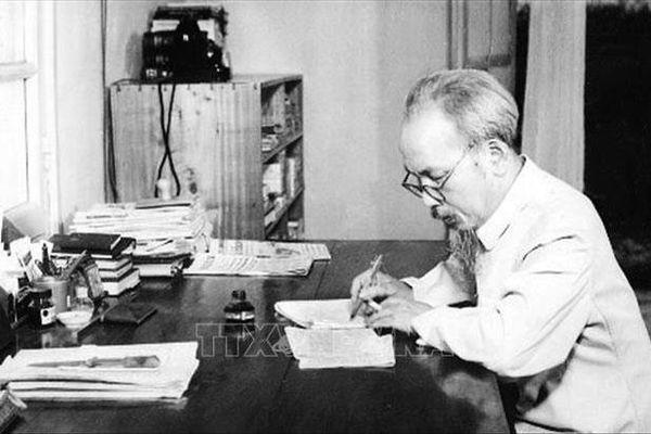 Điện mừng nhân kỷ niệm 130 năm Ngày sinh Chủ tịch Hồ Chí Minh