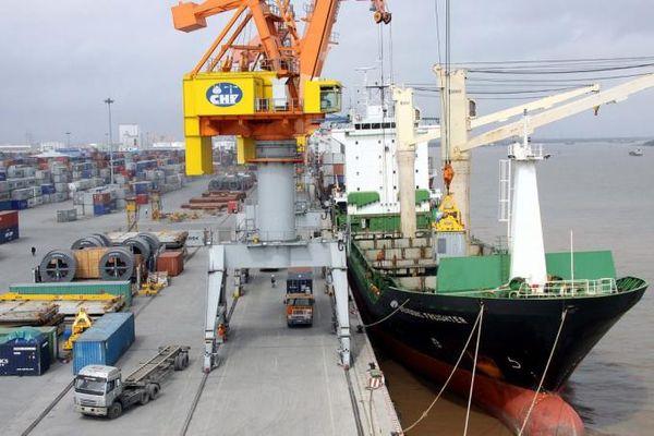 Khối lượng hàng hóa thông qua cảng biển giảm trong tháng 5