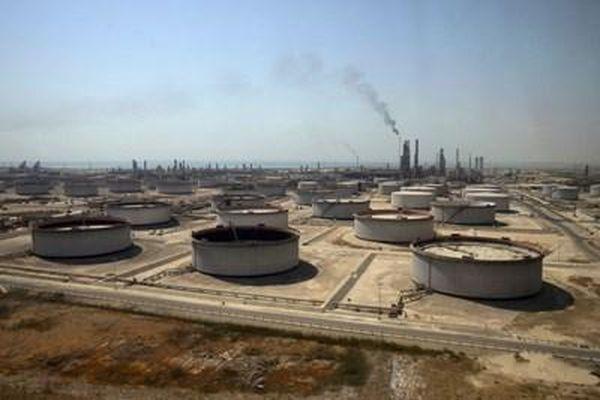 OPEC+ gia hạn thỏa thuận cắt giảm sản lượng dầu mỏ