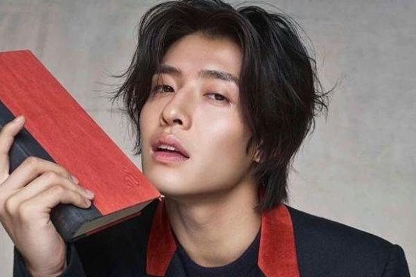 Sao nam vượt mặt Hyun Bin, Park Seo Joon tỏa sáng ở Beaksang 2020 là ai?