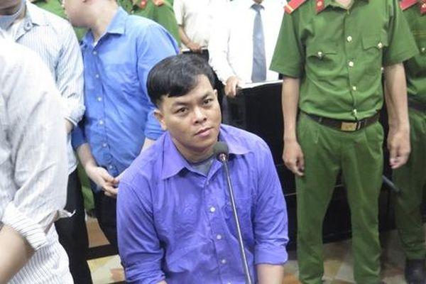 Phúc 'XO' được dìu vào phòng xử và bị tuyên phạt 12 năm tù