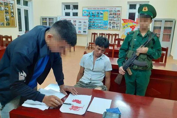 Con nghiện bị bắt giữ trên đường mua ma túy